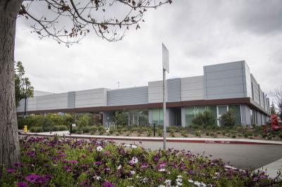 Apple display facility (Santa Clara, California - Bloomberg)